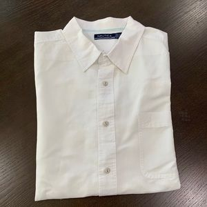 Men's linen short sleeve button down shirt.